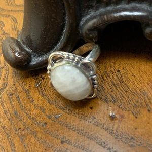 STERLING VTG STYLE MOTHER OF PEARL RING 9